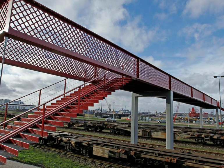 Falck to test emergency response train